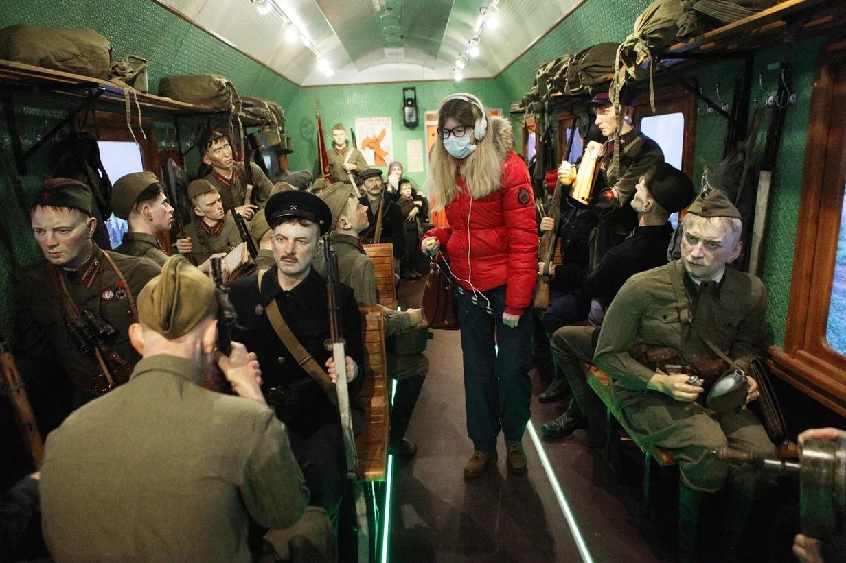 «Как будто прошли по трудным дорогам войны»: ярославские ветераны посетили «Поезд Победы»