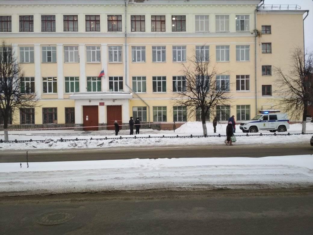 В центре Ярославля экстренно эвакуировали школу из-за старого калькулятора