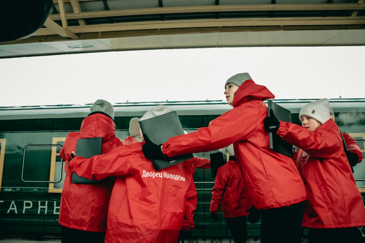 Ярославская молодежь устроила флешмоб у «Поезда Победы»