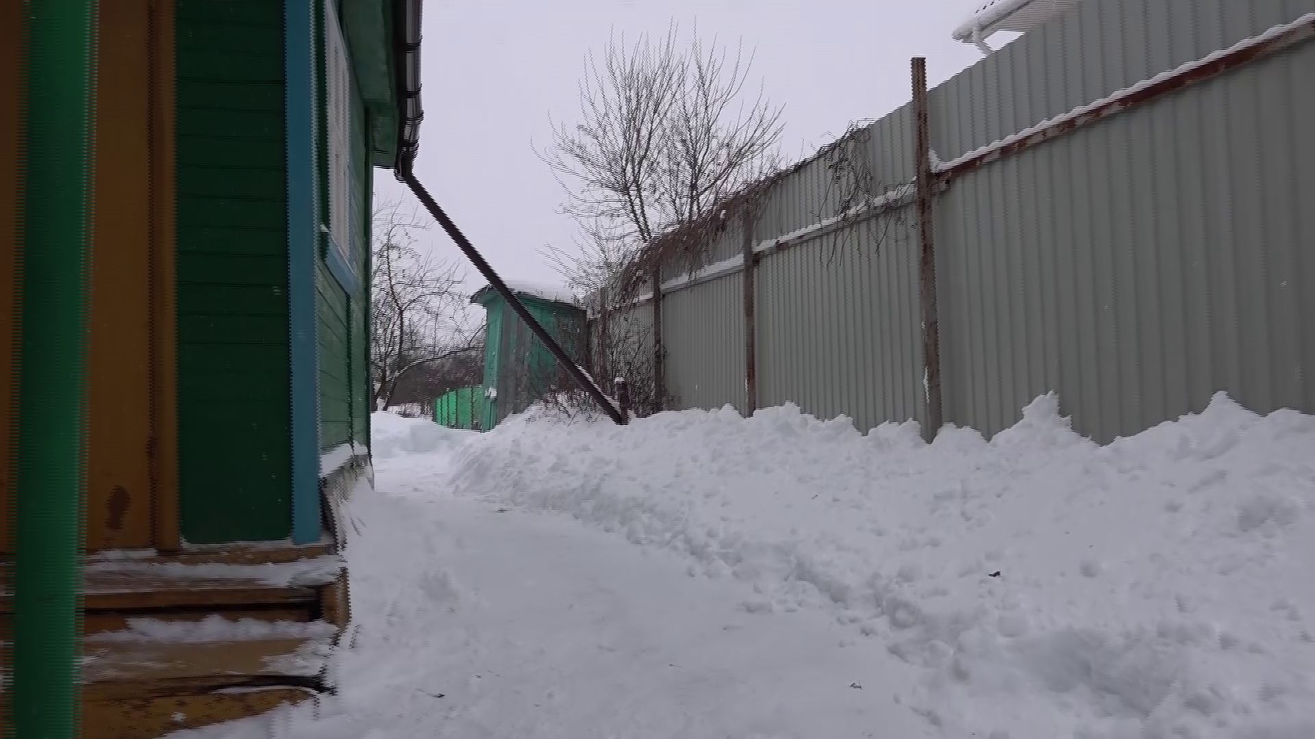 Волонтеры «Снежного десанта» продолжают помогать частному сектору