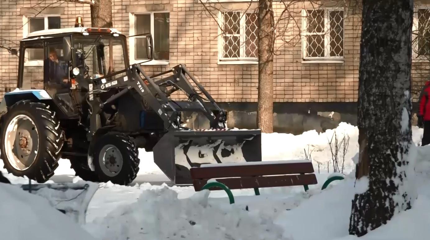 Депутат областной Думы Лариса Ушакова контролирует уборку подъездных дорог к социальным объектам