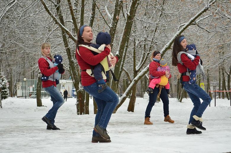 Молодых ярославских родителей учат позитивному воспитанию детей в специальном клубе