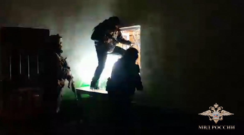Полицейские задержали группировку, обокравшую в Ярославской области магазин на 18 миллионов рублей