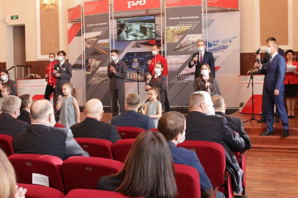 Дмитрий Миронов поздравил с победой в корпоративном конкурсе сотрудников Северной железной дороги