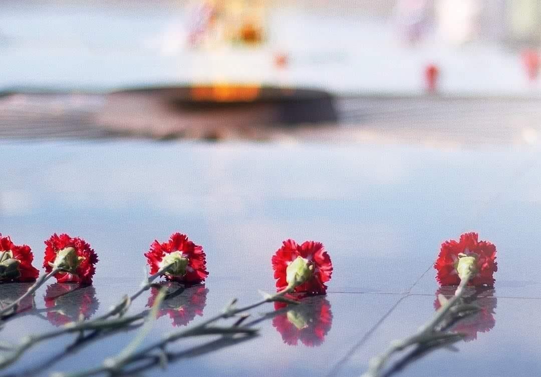 Председатель муниципалитета Ярославля возложил цветы к монументу в парке Победы
