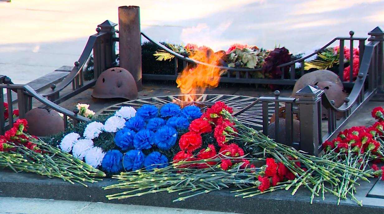 «Вооруженные силы – наша гордость»: ярославские депутаты почтили память павших воинов