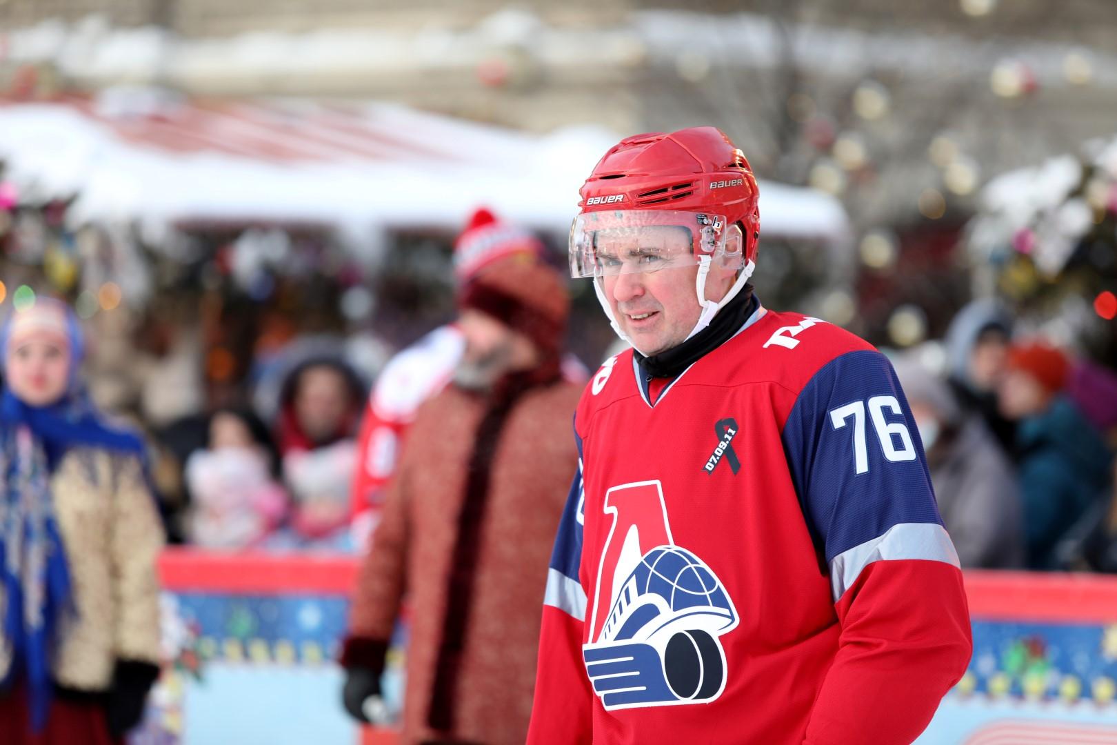 В праздничные выходные Дмитрий Миронов в Москве сыграл в хоккей с ветеранами «Локомотива»