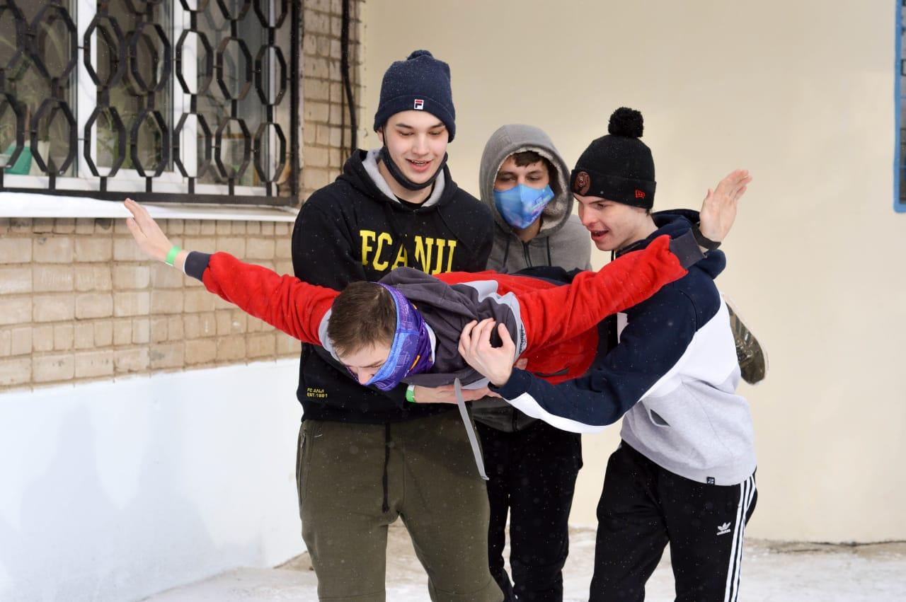 Молодые люди и девушки со всей области съехались в Ярославль для участия в «Зимнем рубеже»