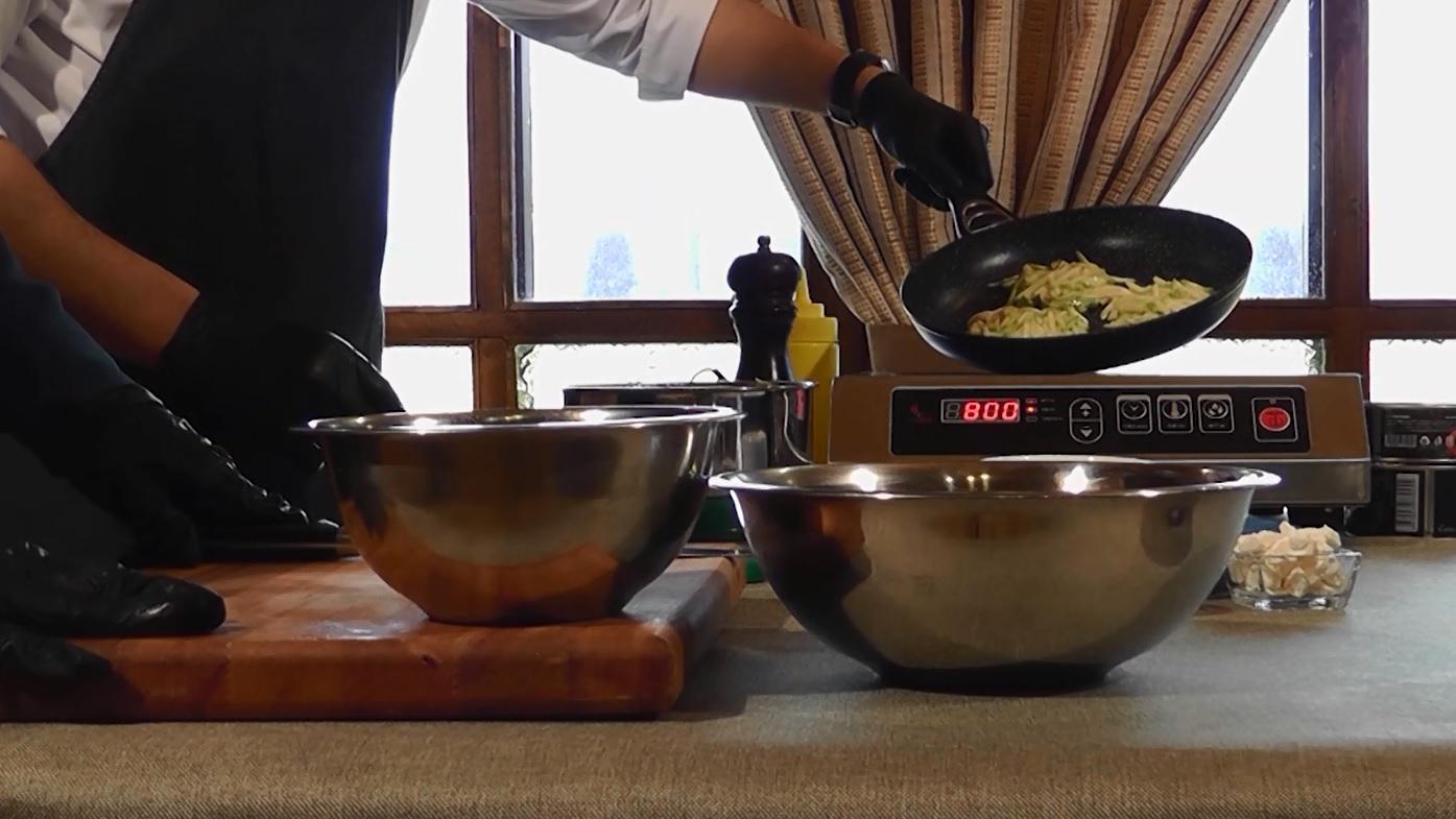 Утреннее шоу «Овсянка» от 25.02.21: качаем мышцы ног и готовим кабачки из драников