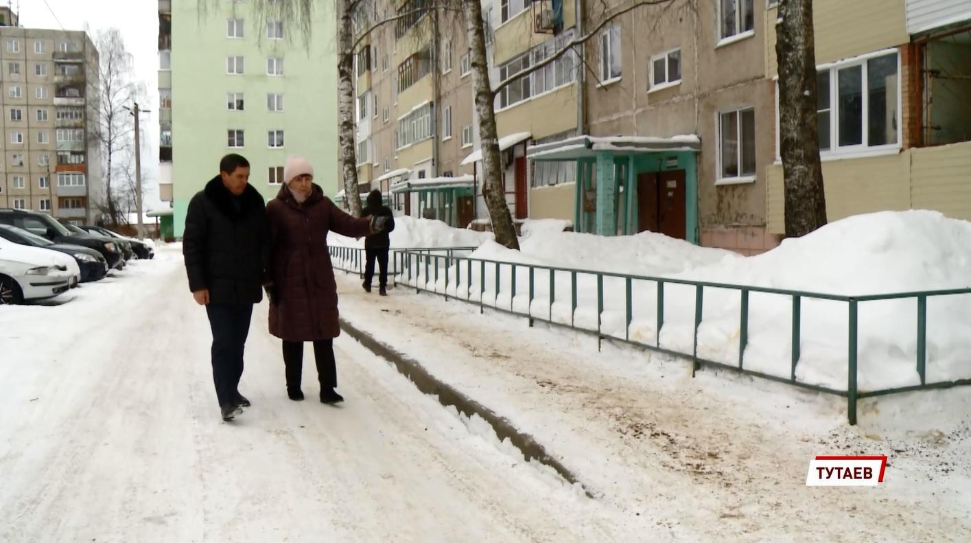 За качеством уборки дворов от снега в Ярославской области следят активисты «Школы грамотного потребителя»