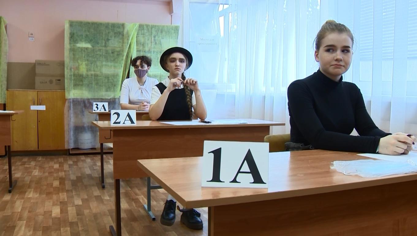 Выпускники школ из-за коронавируса снова будут сдавать итоговые экзамены по упрощенным правилам