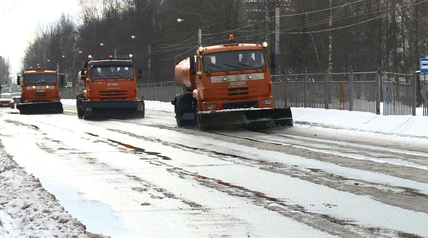 Директор ДГХ мэрии Ярославля: «На этой неделе температурный режим позволит работать с жидким реагентом»