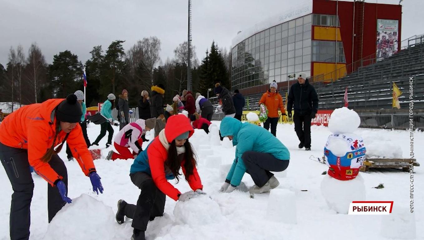 В Рыбинске слепят 950 снеговиков