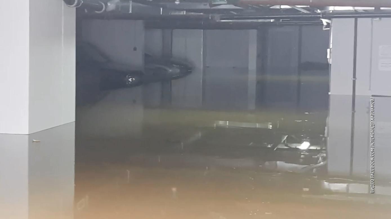 В Ярославле затопило подземную парковку у одной из новостроек