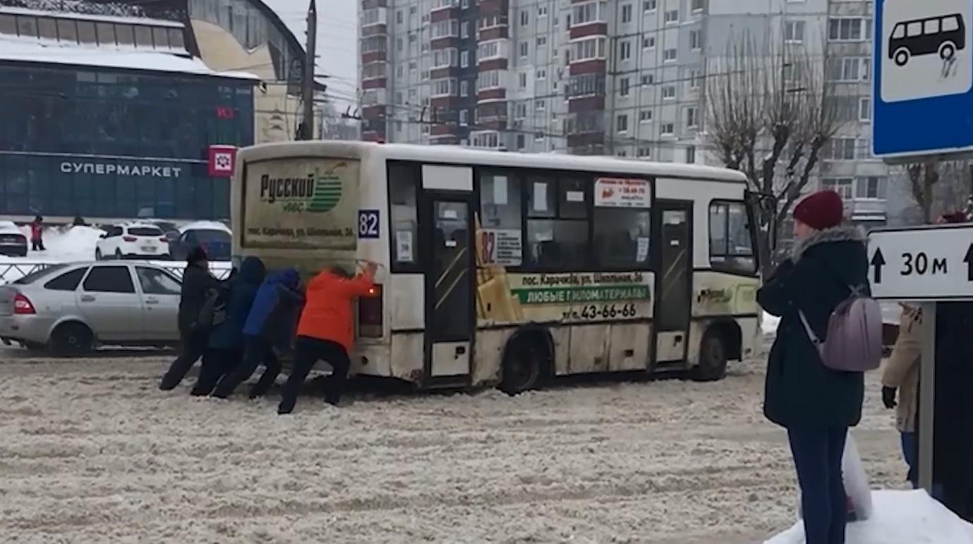 Ярославские власти назвали причины некачественной уборки города