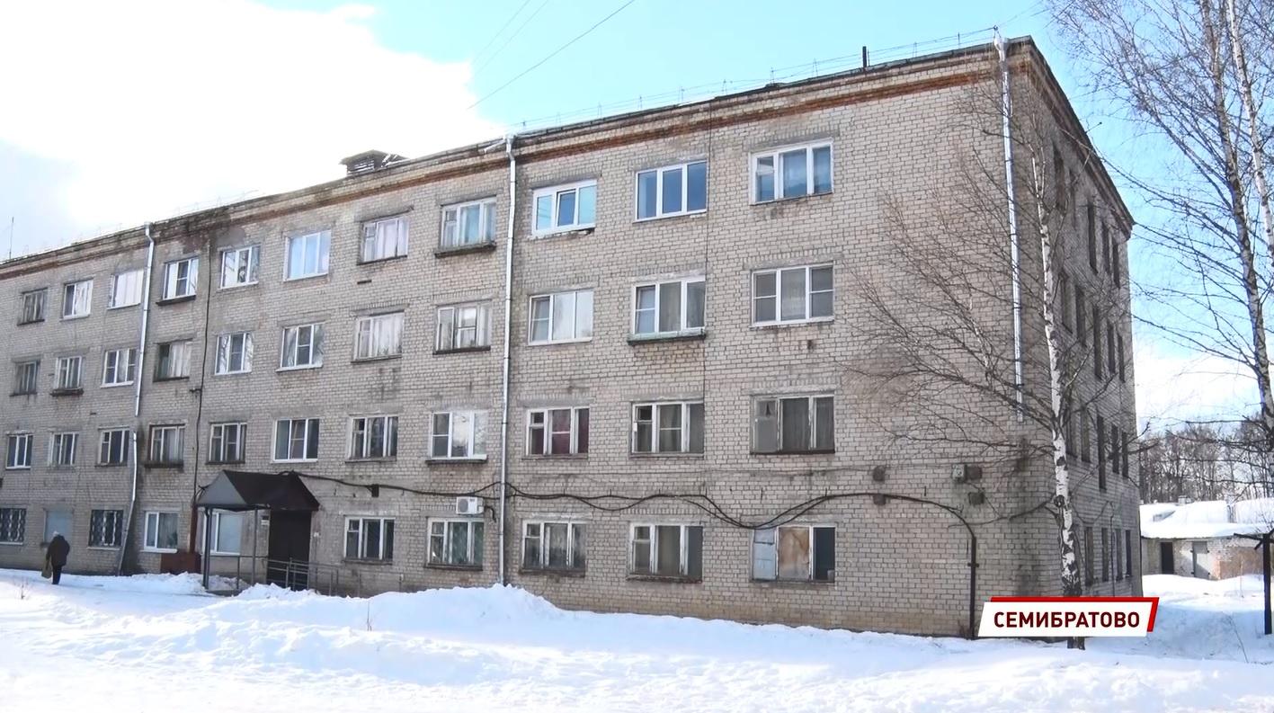 В Ярославской области разваливающийся дом исключают из программы капремонта из-за бреши в законе