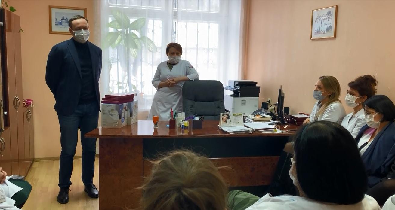 Депутаты областной Думы поздравили врачей региона