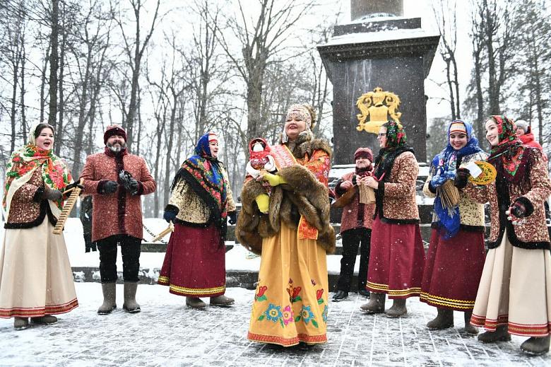 Шествие гвардейцев открыло в Ярославле масленичные гуляния