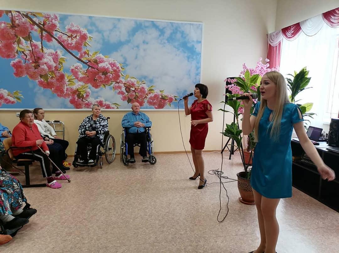 Ярославские учреждения культуры поздравили женщин с их днем