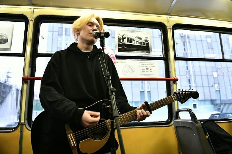 По Ярославлю проехал «Музыкальный трамвай»