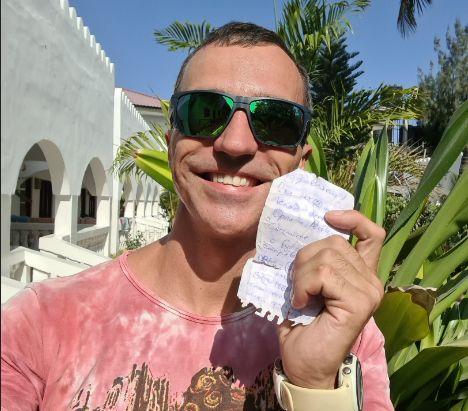 Рыбинский путешественник на Занзибаре нашел 100 долларов от «Орла и Решки»