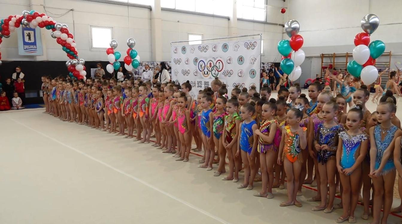 Около двухсот юных спортсменок участвуют в турнире по художественной гимнастике «Твой дебют» в Ярославле
