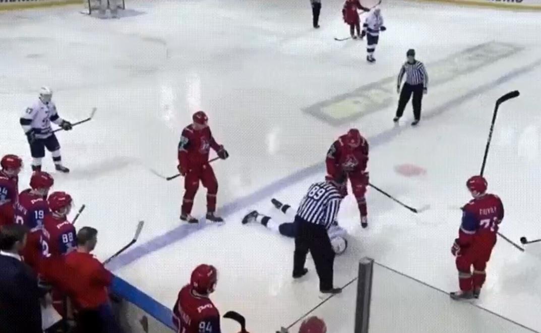 Хоккеиста, пострадавшего на матче в Ярославле, транспортируют в московскую клинику