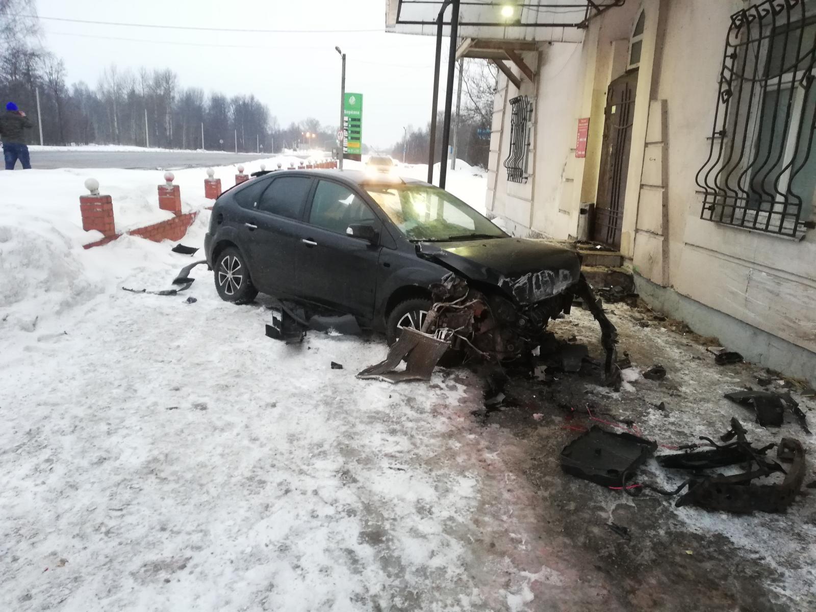 При столкновении легковушек в Ярославской области пострадала женщина