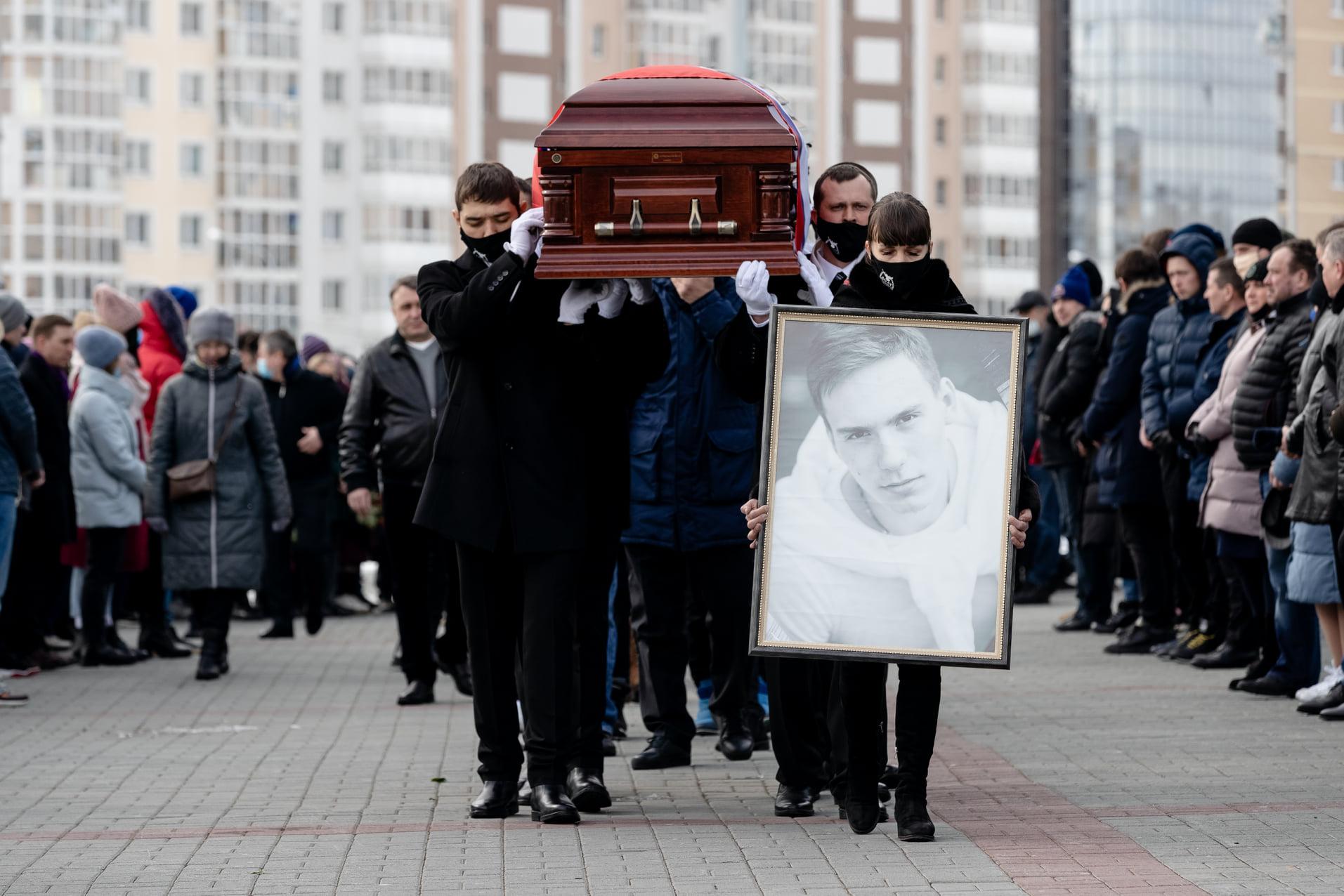 В Челябинске простились с погибшим в Ярославле хоккеистом Тимуром Файзутдиновым