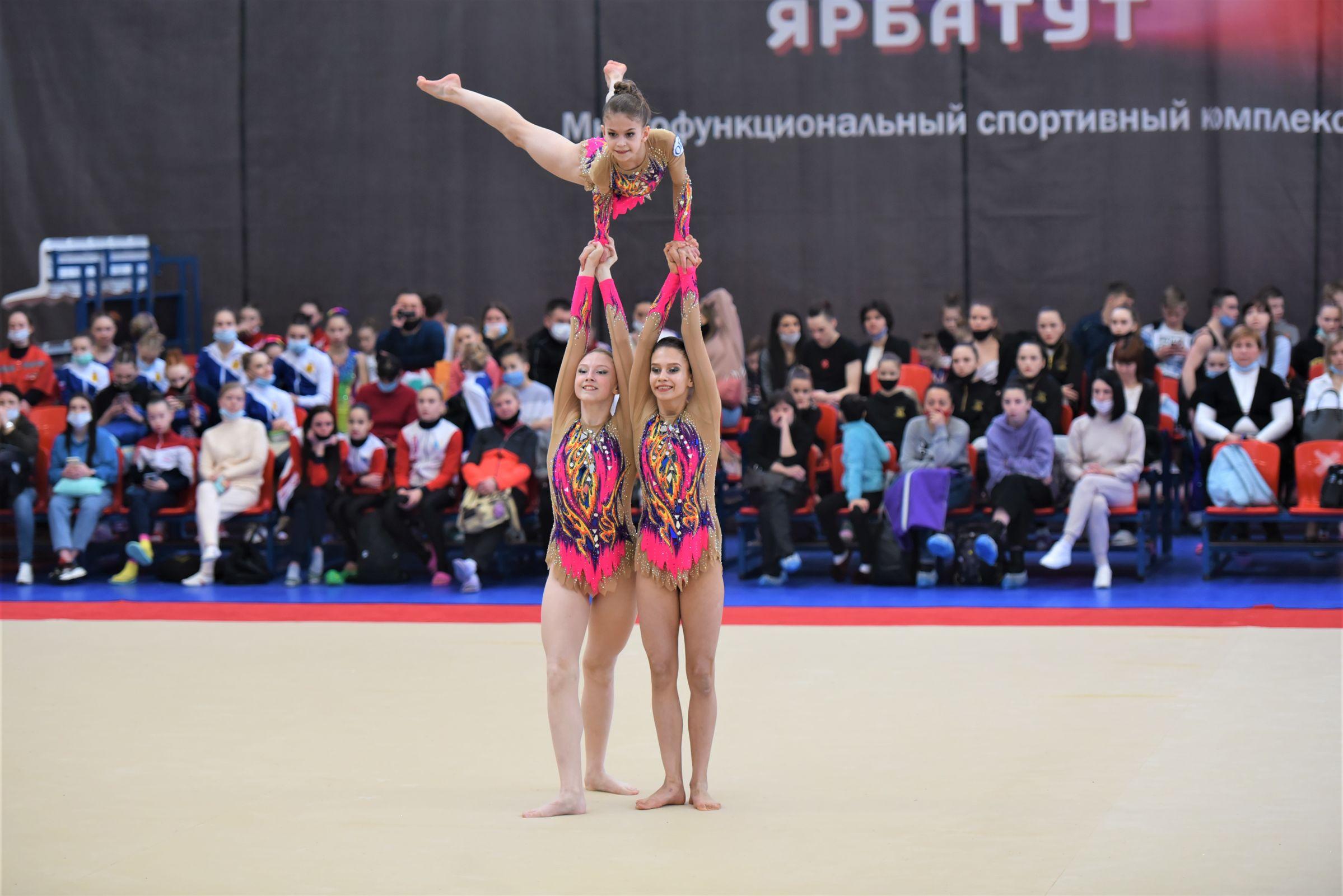 В Ярославле 267 спортсменов из 26 регионов сражаются на первенстве России по акробатике