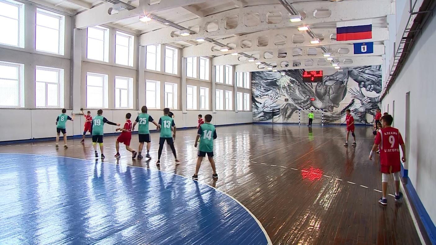В Ярославле проходит межрегиональный этап всероссийских соревнований по гандболу