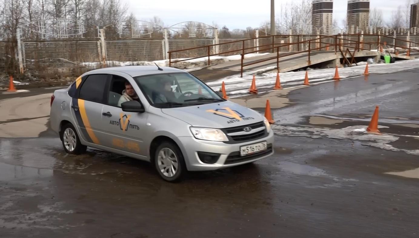 Ученики автошкол с 1 апреля будут выезжать на дороги города без экзамена на площадке