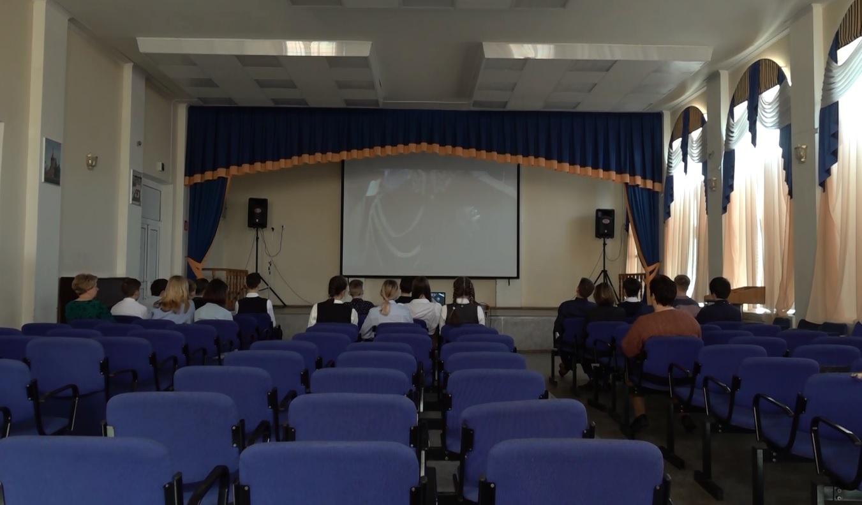 В Волковском театре провели открытый онлайн-урок для российских школьников