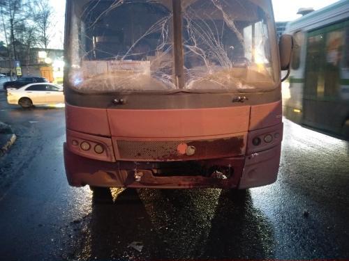 В ДТП с автобусом и маршруткой на Октябрьском мосту в Ярославле пострадали две пассажирки