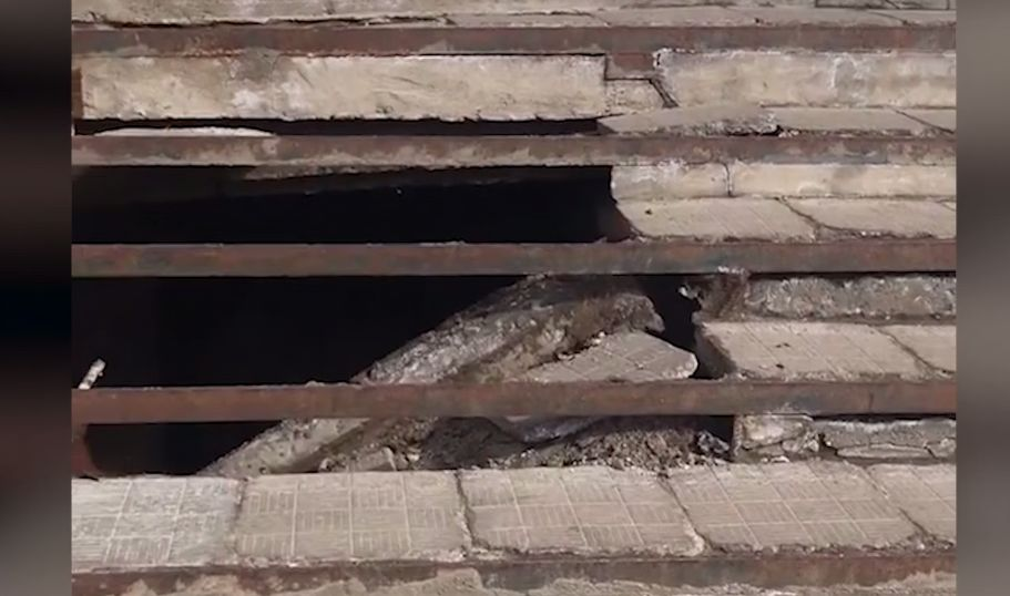 Под посетителями магазина в Переславле рухнула лестница