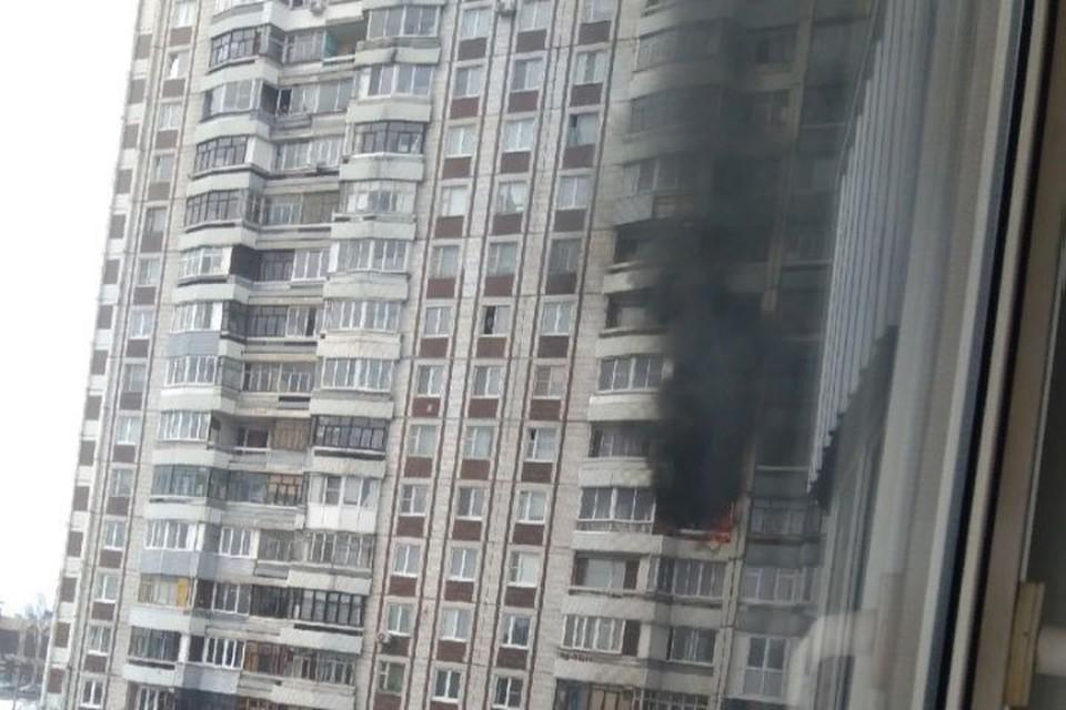 В высотке на Ленинградском проспекте в Ярославле из-за окурка сгорел балкон