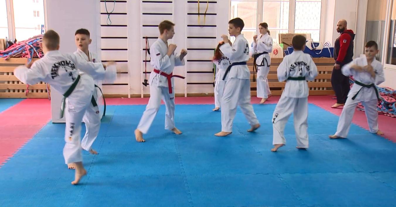 Ярославские тхэквондисты на первенстве ЦФО выиграли сразу восемь золотых медалей