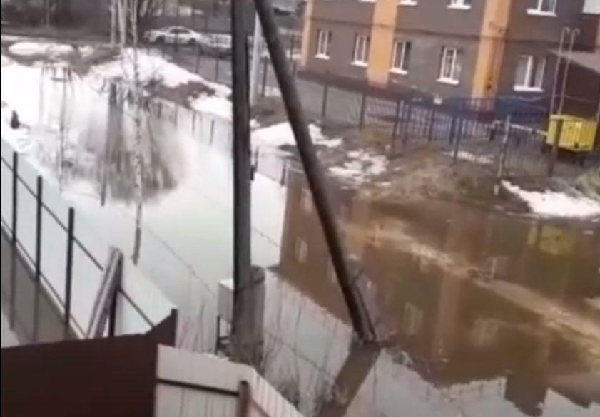 Потоп в Ярославле: частный сектор на Перекопе ушел под воду