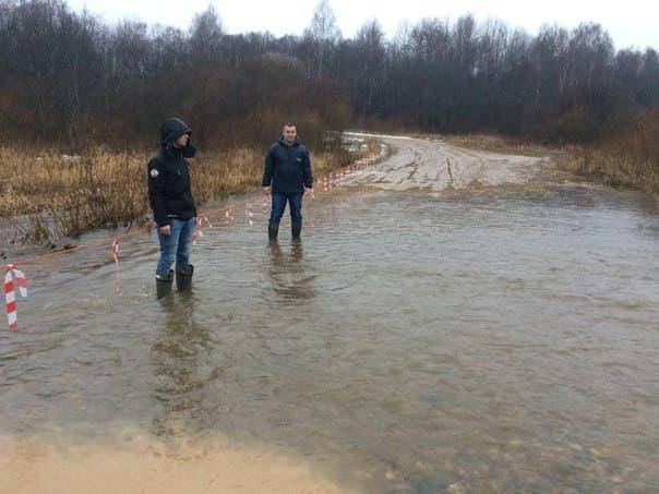 На месте подтопления под Переславлем организовали переправу