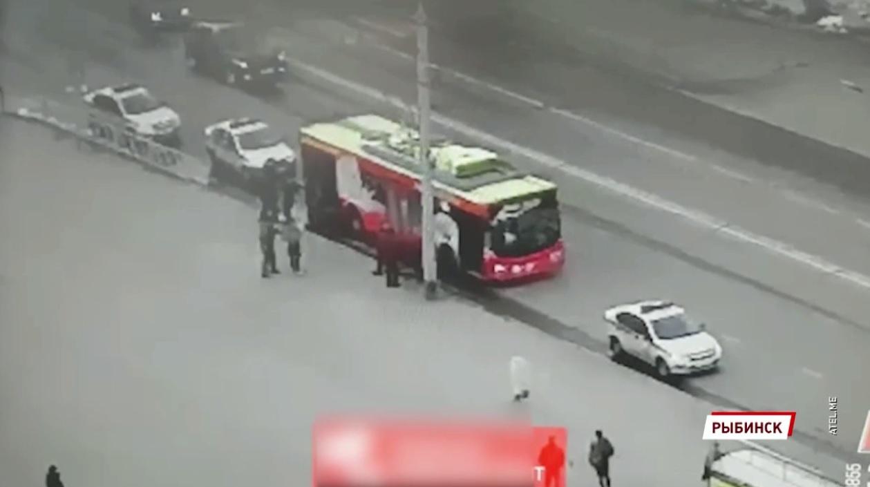 Росгвардия блокировала троллейбус, чтобы задержать преступников