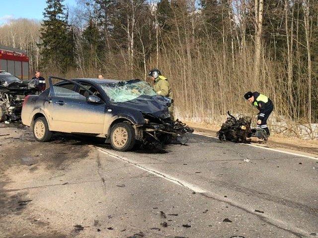 В Ярославской области столкнулись три иномарки: погиб мужчина, двое пострадали