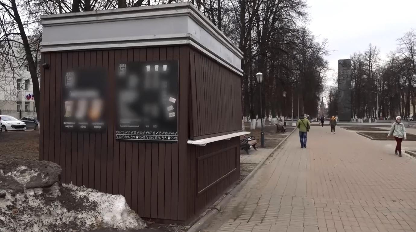 Ярославцев возмущает соседство ларька с монументом 30-летия Победы
