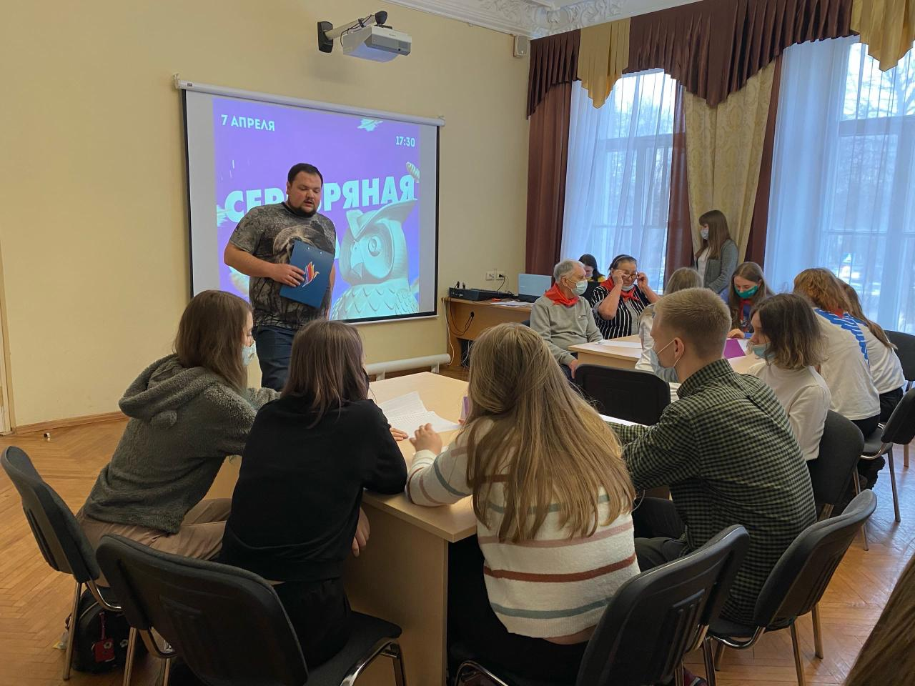 В Ярославле впервые вручили личные книжки «серебряных» волонтеров