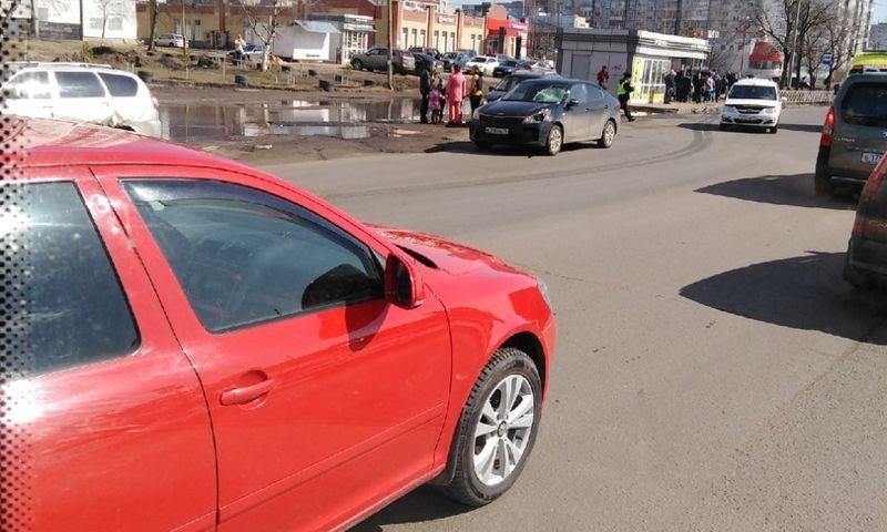 У торгового центра в Дзержинском районе Ярославля насмерть сбили пешехода