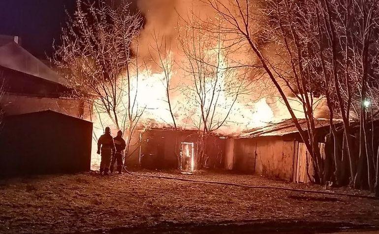 Крупный пожар на Пятерке в Ярославле тушили более трех часов