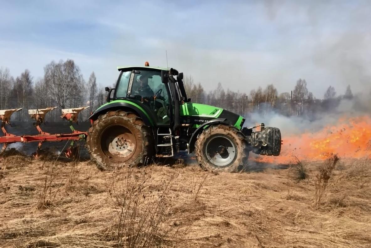 Горячая пора: на пал травы пожарные за сутки выезжали 75 раз
