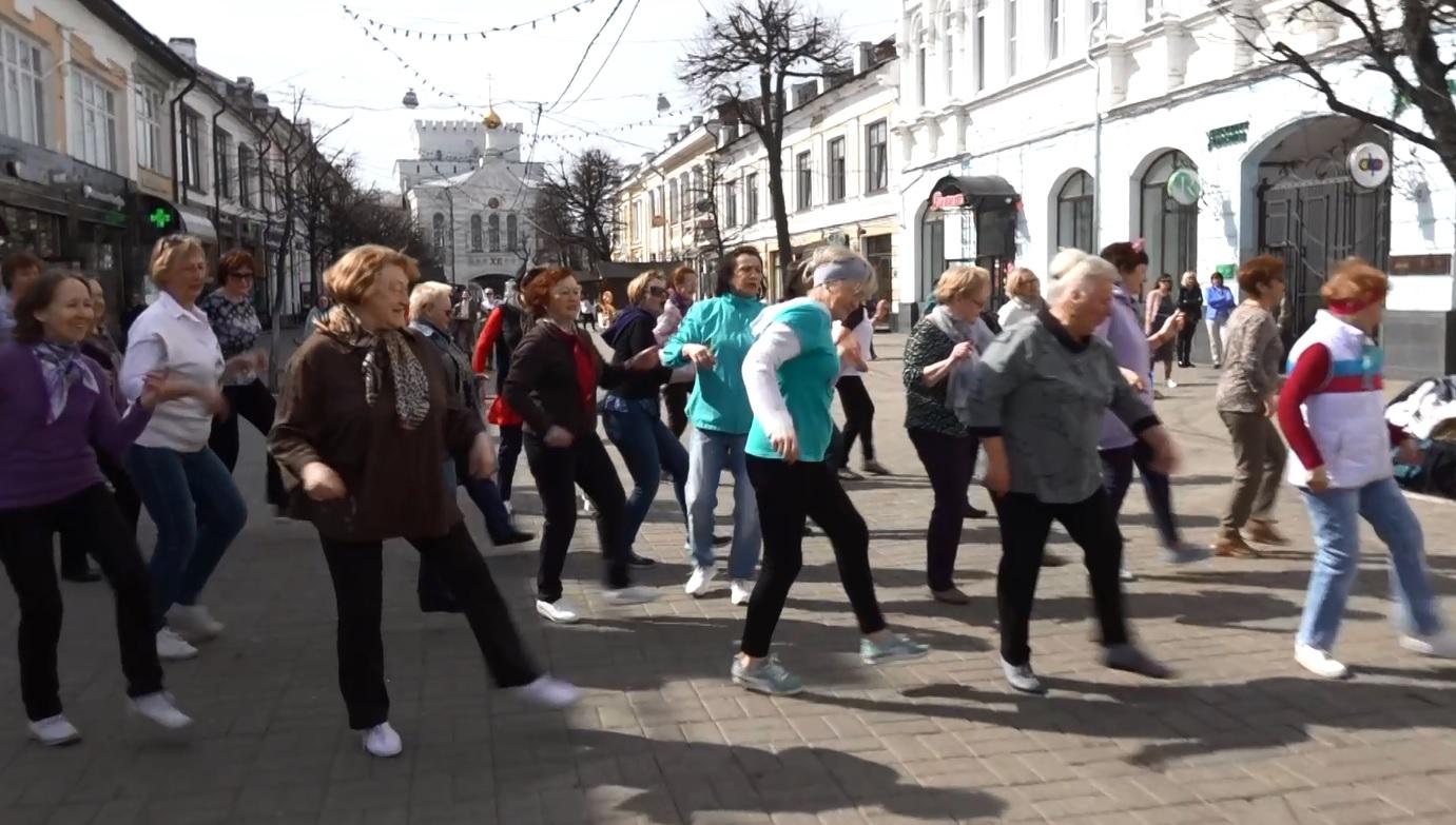 В Ярославле Всемирный день рок-н-ролла отметили зажигательными танцами на главной пешеходной улице города