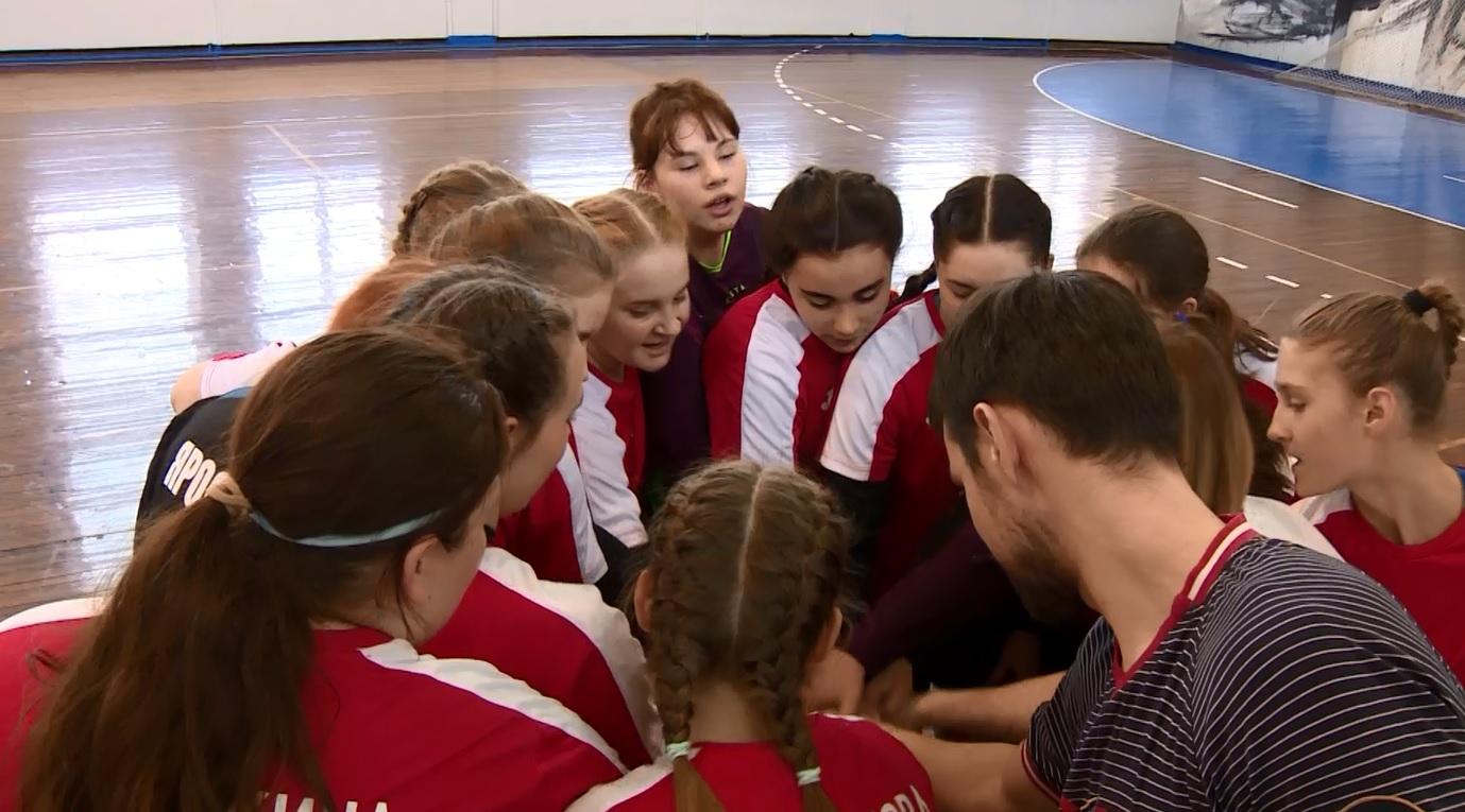 Ярославские гандболистки борются за выход в финал всероссийского чемпионата
