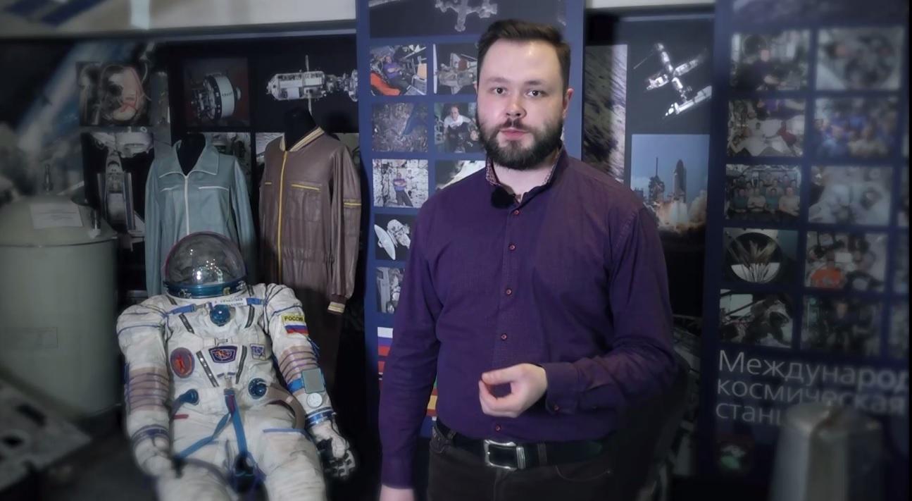 Утреннее шоу «Овсянка» от 12.04.21: разглядываем тренировочный скафандр космонавтов и общаемся с руководителем ассоциации планетариев