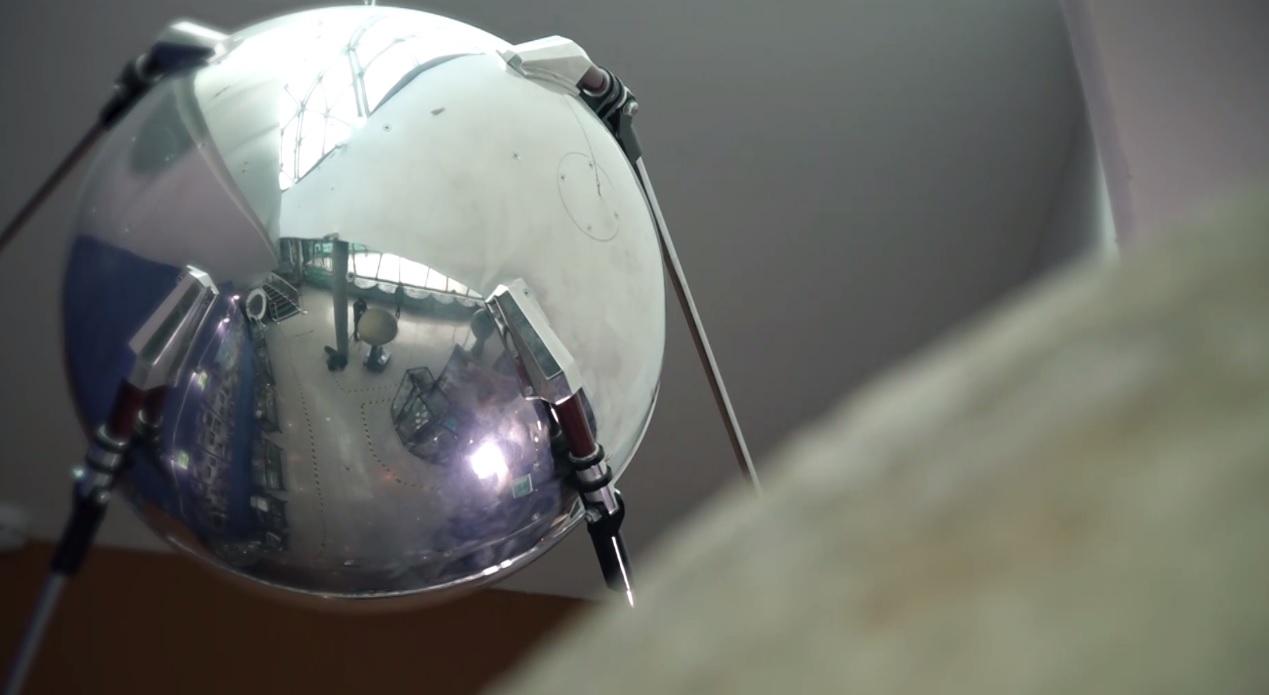 Утреннее шоу «Овсянка» от 19.04.21: рассматриваем макет первого спутника Земли и общаемся с педагогом дополнительного образования